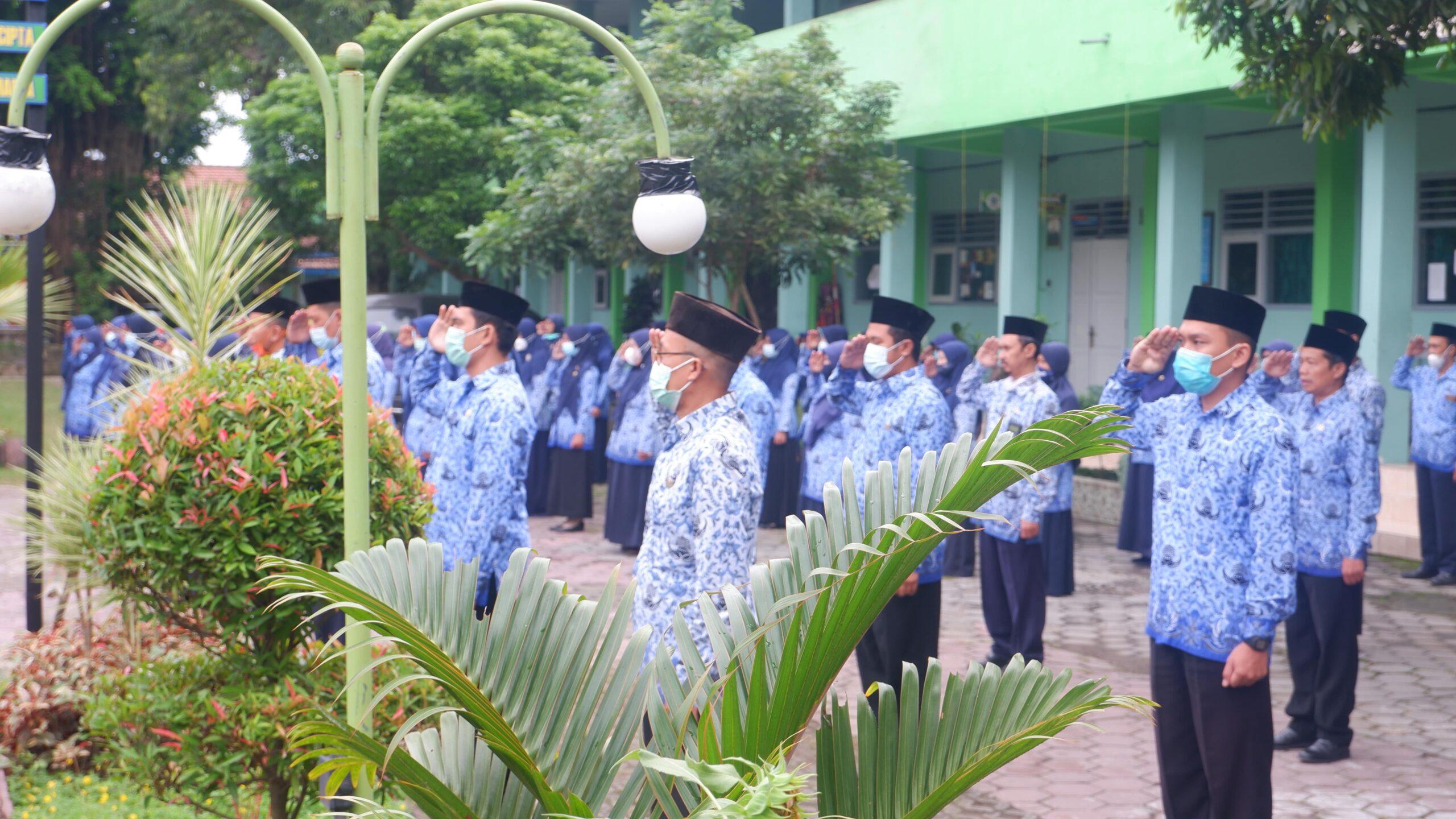 Apel Pagi oleh Tenaga Pendidik dan Tenaga Kependidikan baik PNS maupun non-PNS MTsN 2 Kota Kediri